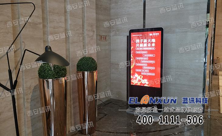 水晶新天地售楼部借助西安蓝讯液晶广告机展示楼盘信息